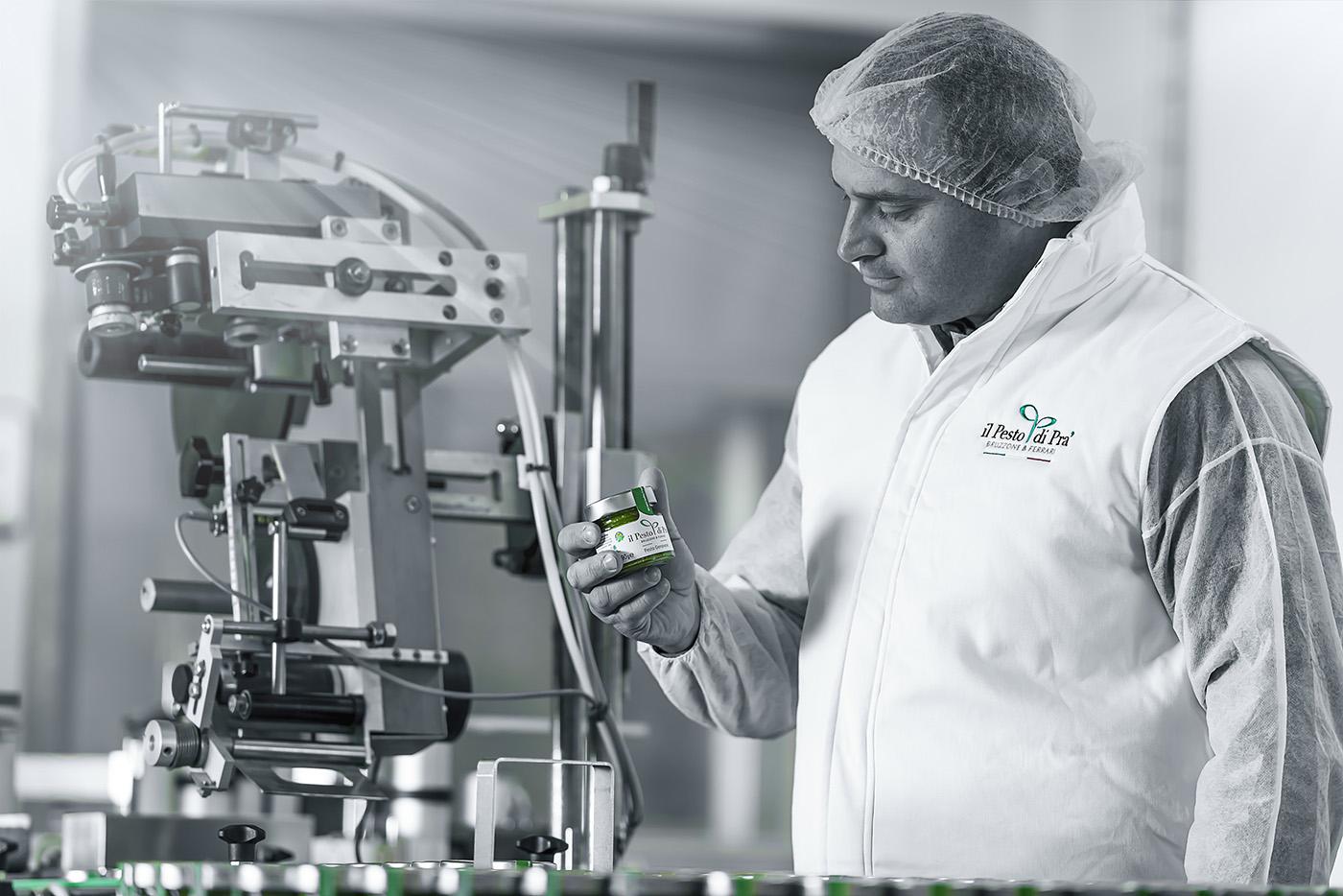 Fotografia Aziendale - Servizio fotografico produzione - Il Pesto di Prà | OIS Web Agency